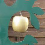 Einer der goldenen Äpfel, die an den Baum der Göttin Idun hängen.